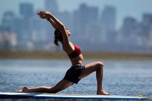 Stres se može pobijediti na razne načine, neki od njih su i vježbanje ili bavljenje jogom.