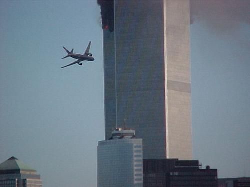 Precizni udar drugog zrakolova u južni toranj WTC-a je uništio urede i svu dokumentaciju drugog najvećeg brokera sigurnosnim dionicama vlade SAD-a.