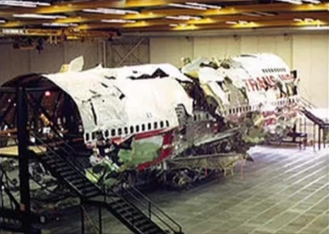 Srušeni zrakoplovi se moraju ponovno složiti tijekom istrage na sigurnoj lokaciji kojoj može prići samo osoblje istraživačkog tima, takvo što se nije dogodilo s ostacima zrakoplova iz WTC-a.