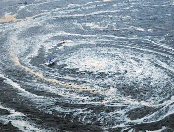 Tipičan zametak vira - crne rupe, iako je okidač super topla slana morska voda, pomoć u njegovom rastu omogućavaju oluje, podzemni potresi, tsunami, jake kiše, i bilo koji drugi čimbenici koji mogu poremetiti toplotu i salinitet morske vode.