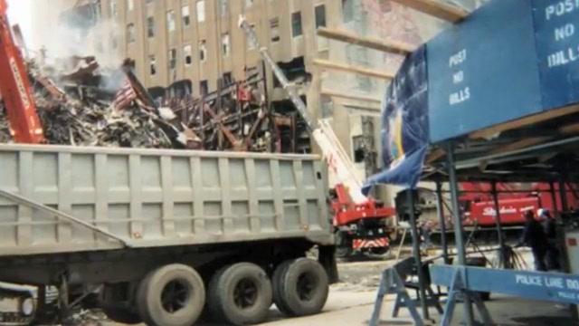 Kamioni nose željezo WTC-a u New Yoršku luku.