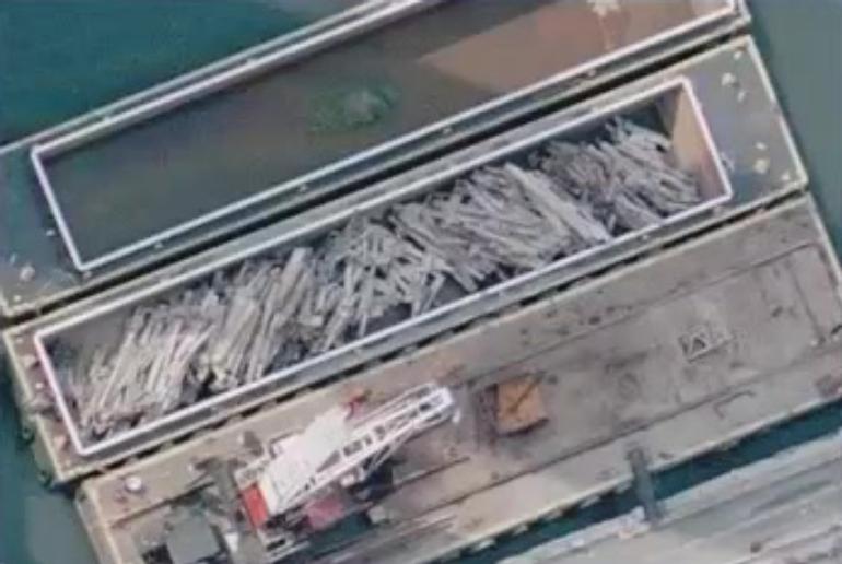 Uredno složeno željezo WTC-a na putu za Kinu.