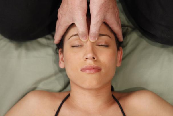Do poboljšanja vida može se doći i akupresurom odnosno masažom određenih točaka na licu.
