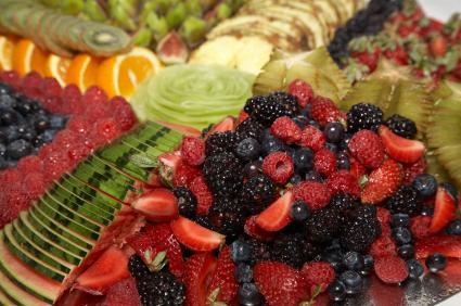 Zdrava osoba će u organizam unjeti dovoljno C vitamina konzumacijom bobičastog voća ili agruma. Organizam prirodnim vitaminom C uklanja infekcije, zaglađuje i pomlađuje tkivo te djeluje antioksidativno.