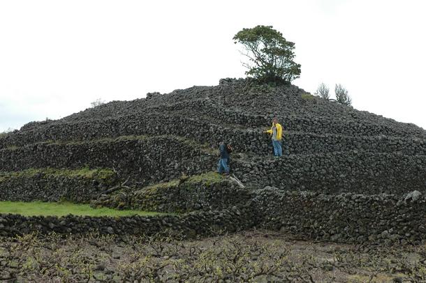 Jedna od piramida na otoku Pico.