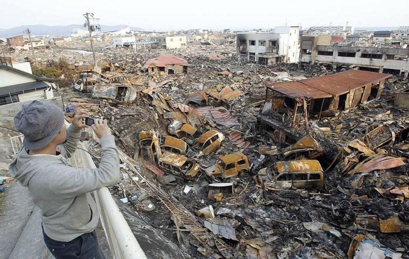 Fotografija snimljena nedugo nakon katastrofalnog potresa i tsunamija koji je pogodio sjevernoistočni dio Japana.