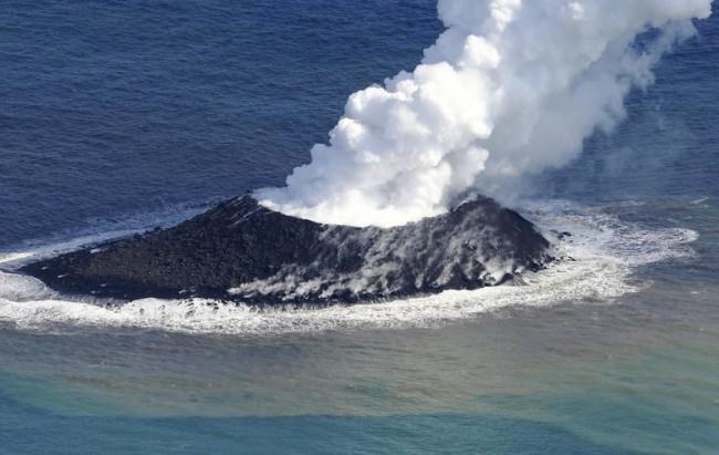 Novi otok u akvatoriju Japana.