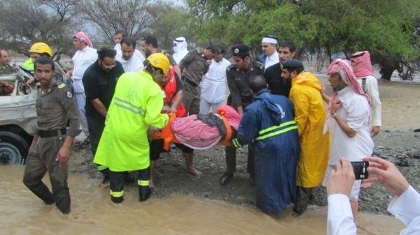 Prve žrtve u Rijadu se već broje, a kiša još uvijek pada.