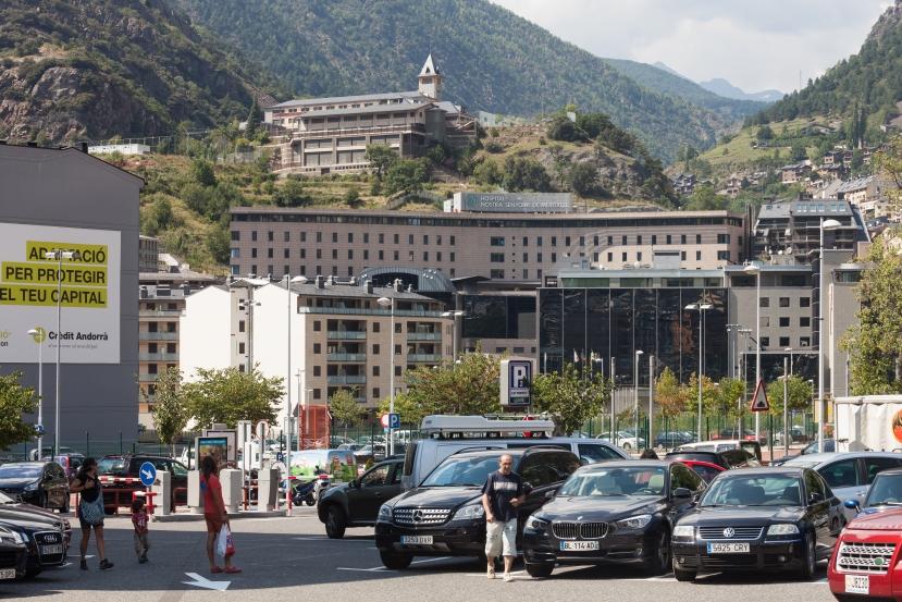 Državna bolnica Andore Nostra Senyora de Meritxell, uglavnom operira 80-to i 90-to godišnjake.