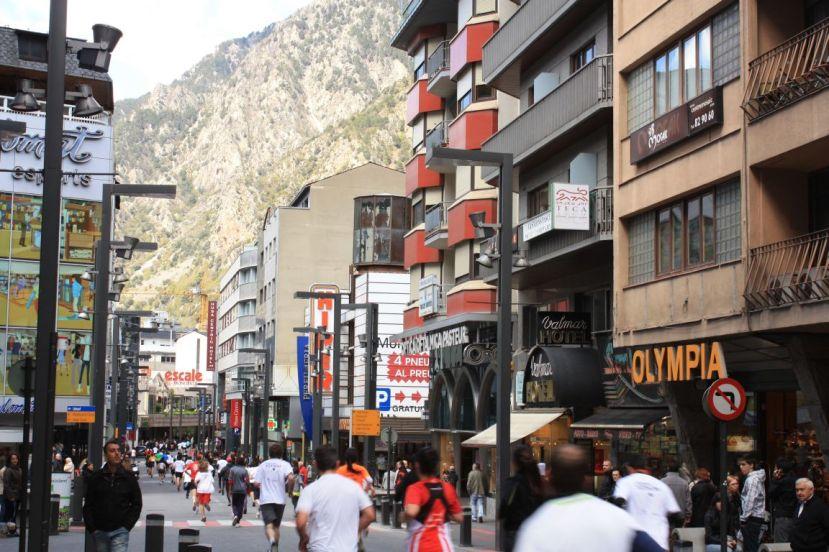 Centar Andore, kroz njega se šeće, trči. Zamislte našu metropolu kroz koju ljudi trče iz razonode.