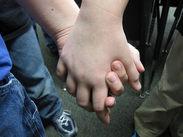 Nakon držanja ruku, mladići nisu ponovili tuču.
