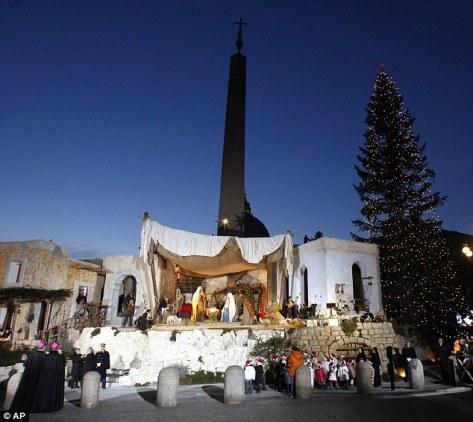 Tradicionalne jaslice su pogrešne, tvrdi bivši papa Benedikt XVI, nikakve životinje nisu nazočile Isusovu rođenju.