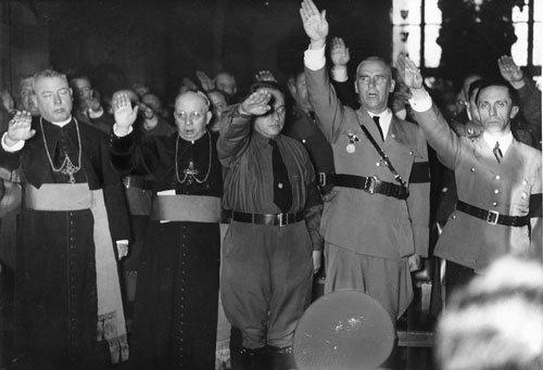 Može li Katolička Crkva i VAtikan izigravati moralnog vođu s grijesima koji se ne mogu ignorirati poput otvorenog sljubljavanja s nacistima i fašistima u drugom svjetskom ratu.