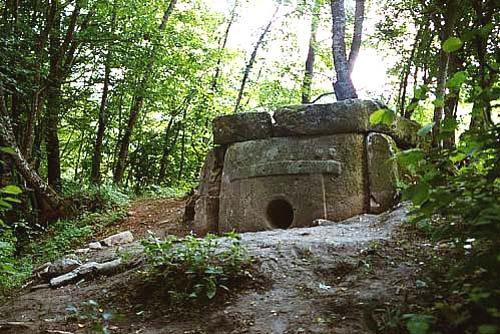 Tipični megalitni dolmeni Kavkaza.