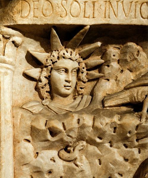 """Sol Invictus nastao iz kulta MItre, car Konstantin je datum rađanja """"Nepobjedivog Sunca"""" pripisao rođenju Isusa od Nazareta."""