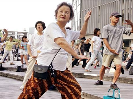 Tipična razonoda starijih ljudi na Okinawi.