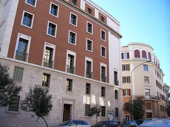 """Sjedište OPusa Dei u Rimu, ova udruga posjeduje ogromno bogatstvo i nebrojene nekretnine, jer svi članovi moraju """"odriješiti kesu"""" kako bi se pokazali vrijednima penjanja u organizacijskoj ljestvici."""