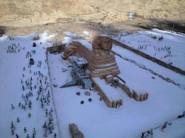 Giza prekrivena snijegom, u Egiptu je zandji put padao snijeg prije 100 godina, ali se tada nije zadržao na tlu, već se otopio u manje od pola sata.