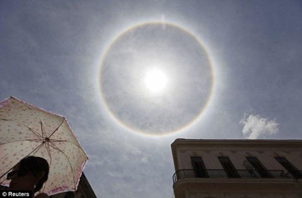 Sunčev luk snimljen 2012-te godine nad Havanom. Ovaj fenomen je inače tipičan za polarna i sub-polarna područja jer ga stvaraju ledeni kristali u donjem dijelu atmosfere.