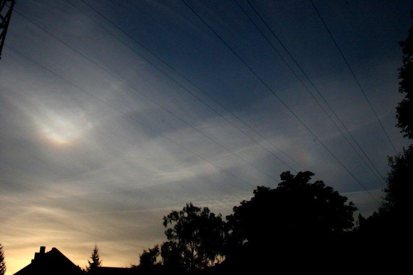 V duga snimljena nakon zapada Sunca u području sjeverositoka SAD-a.