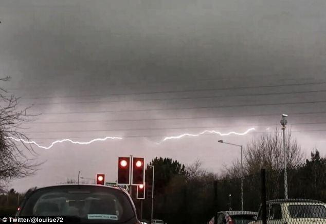 Britanci su imali prilike vidjeti niz horizontalnih munja u nedavnoj oluji.