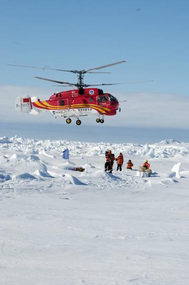 Pripreme za spašavanjem uz pomoć helikoptera Ledenog Zmaja.