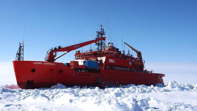 Super teški ledolomac Aurora Australis je sam zapeo u ljetnom ledu južnog pola prije nekoliko mjeseci.