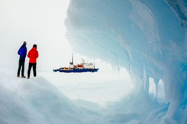 Posada Akademika Shokalskiya je i dalje na ledom okovanom brodu.
