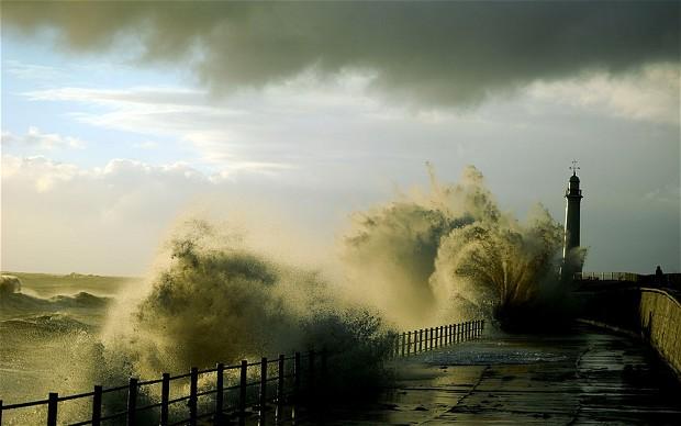Valovi visine od deset metara u zapadnom dijelu Velike Britanije.