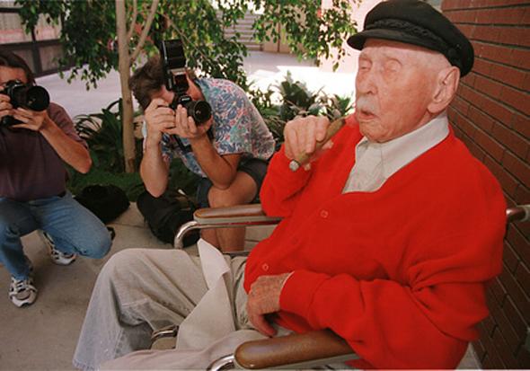 Christian Mortensen snimljen za 114 rođendan .