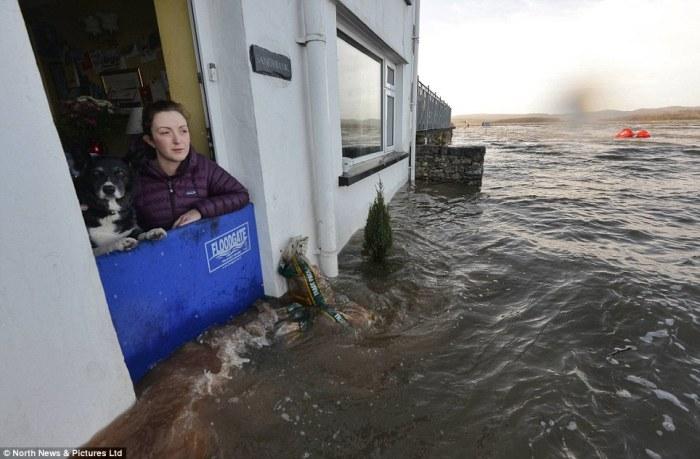 U nedavnim olujama nastradala je i Cumbria s velikim plimnim valom i poplavama.