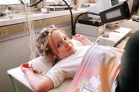 Djeca s dijagnozom epilepsije često su izložena brojnim ispitivanjima, teškim lijekovima s nuspojavama te operacijama što je sve moguće izbjeći s ketogenom dijetom.