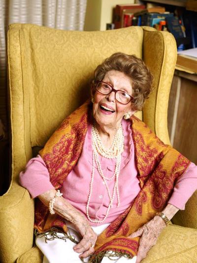 Helen Reichert zagovara je zdrav i pravičan život sa što manje stresa. Iako je bila strastveni pušač, doživjela je veliku starost.