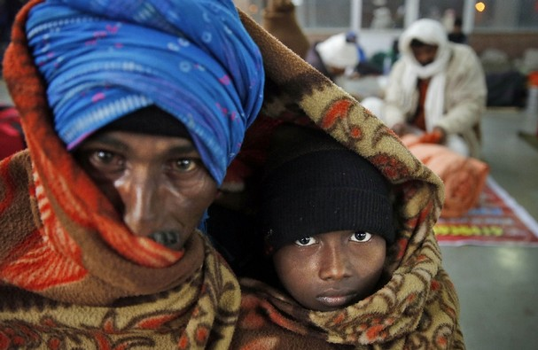 Indiju je zahvatio neobičan val hladnoće, iako su ovakve slike sasvim uobičajena stvar za Himalaje, za ostatak Indije nije normalno da se temperature spuštaju oko ništice.