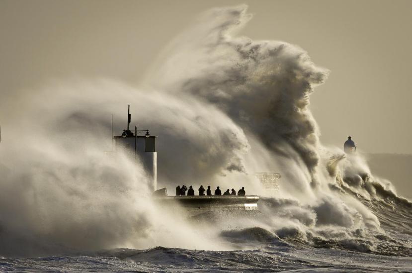 Ogromni valovi snimljeni u Porthcawlu u južnom Walesu.