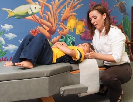 Tretmani kiropraktike nisu neuobičajeni kod djece, a kod osoba s autizmom mogu donjeti značajna poboljšanja.