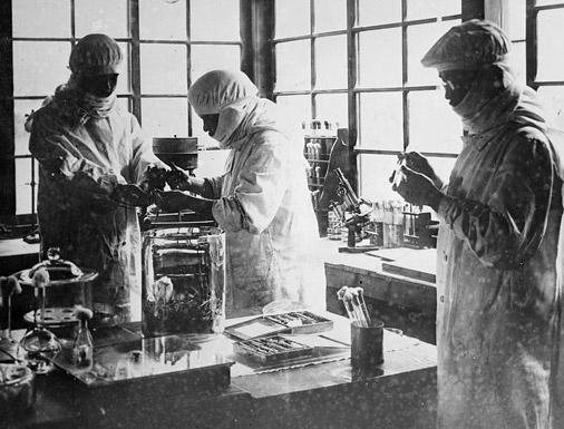 """U ovakvim laboratorijima tijekom ranog XX vijeka se eksperimentiralo s različitim patogenima kako bi ih što lakše aplicirali na ljude """"pokusne kuniće."""""""
