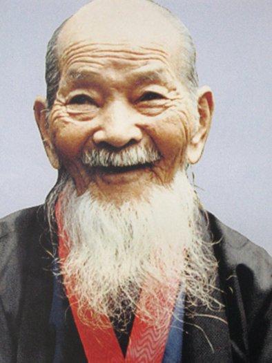 Shigechiyo Izumi fotografiran kada je imao 86 godina.