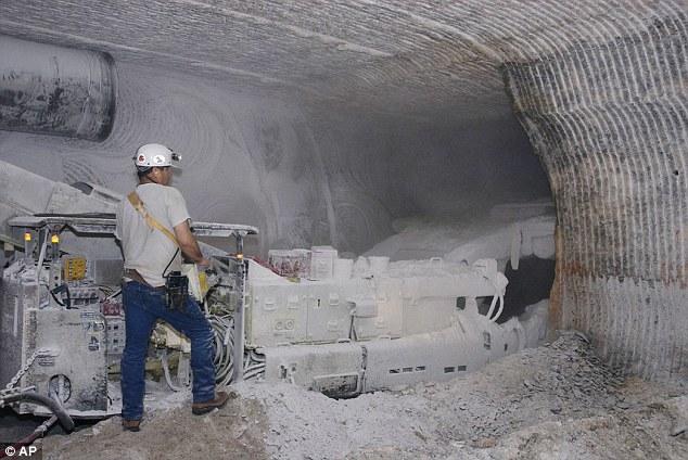 Specijalne glodalice stalno prave nove prostorije za odlaganje otpada u naslagama kamene soli.