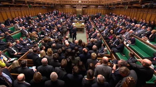 Donji dom britanskog parlamenta u kojemu je donesen sporni zakon o ljudskoj hibridizaciji.