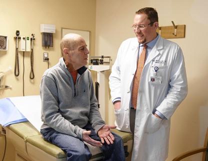 Dr. Renier Brentjens s jednim od svojih pacijenata koji je spašen od leukemije u zadnji čas.