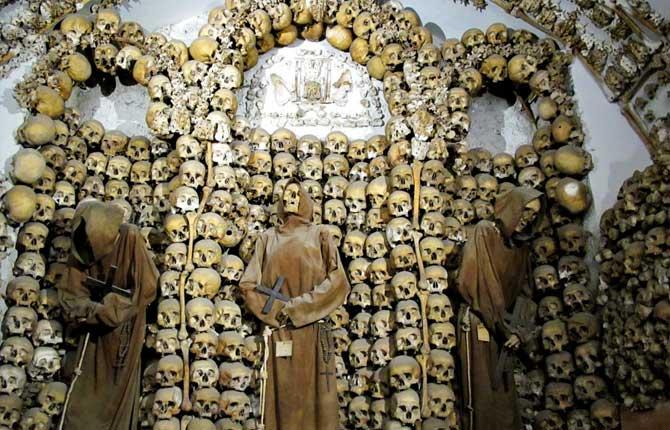 """Rimske katakombe su poslužile Vatikanu kao neiscrpan izvor kostiju za raznorazne mučenike i """"svece."""""""