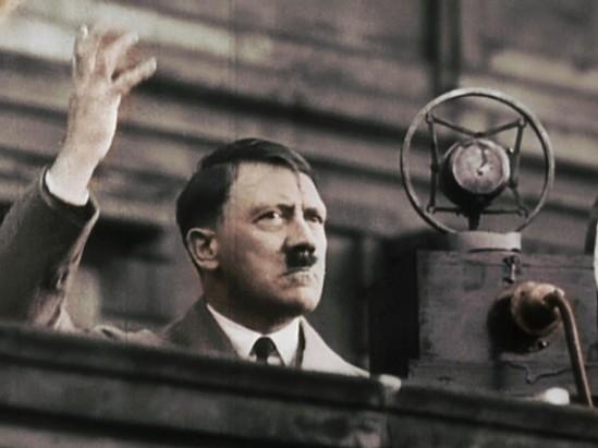 Hitler je otvorio vrata manipulaciji masa kroz masovnu hipnozu i indoktrinaciju. Većina današnjih političara koriste alate koji su stvorili najveći diktatori svijeta.