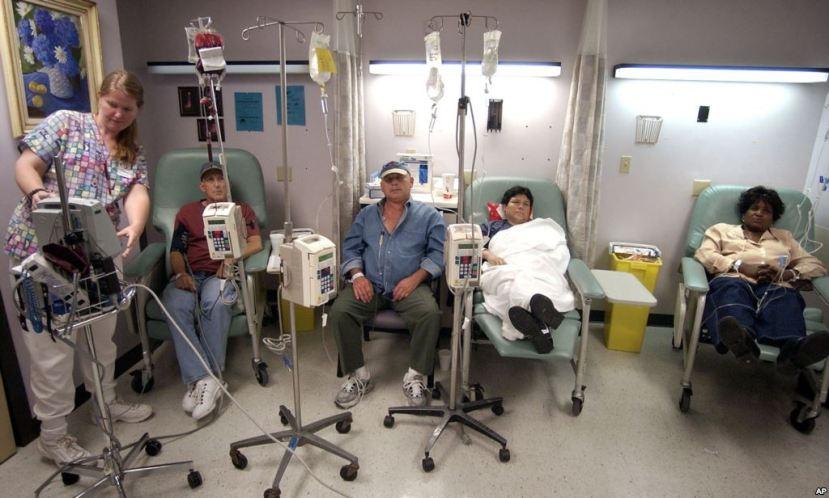 Tipična soba za primanje kemoterapije. Pruža li se ljudima lažna nada uz otrove koji ih dodatno uništavaju?