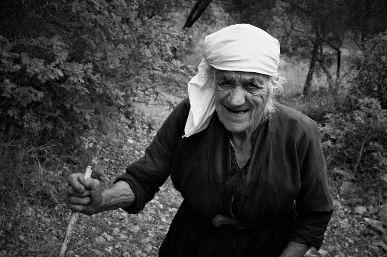Stara Konavojka. U našem društvu je sasvim u redu da su žene paćenice, sve ostalo je izvan dinaridskog poimanja mjesta žene u društvu.