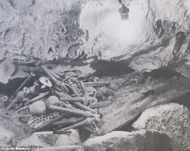 Prva fotografija blaga u špilji pored mrtvog mora.