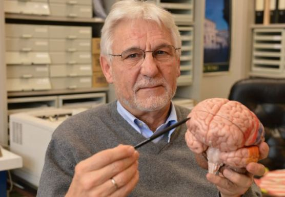 "Dr. Gerhard Roth pokazuje ""centar zla"" u psihopatskom mozgu."