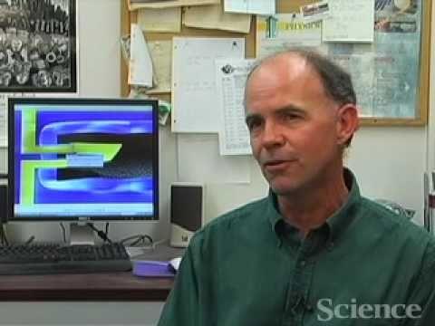 Andrew Cleland z avrijeme demonstracije rada svoh mehaničkog rezonatora.