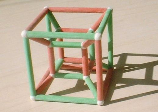 Hiperkocka bi nam trebala predočiti dodatne dimenzije s 3D modelom.
