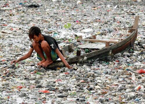 Tipično morsko odlagalište plastičnog smeća u jugoistočnoj Aziji.
